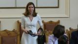 Ангелкова затрупа депутатите с цифри за процъфтяване на туризма ни