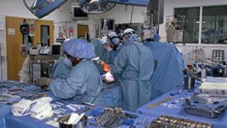 Успешно трансплантираха бъбрек от майка на дъщеря