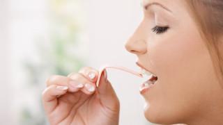 Защо да не дъвчeм дъвка в самолета