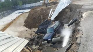 """Кола падна в изкоп в столичния квартал """"Овча купел"""""""