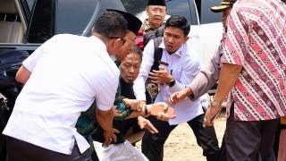 Ислямист, вдъхновен от ДАЕШ, намушка министър в Индонезия