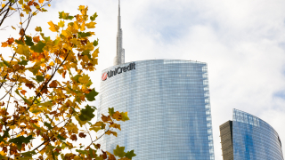 UniCredit засега продава по-малко от 10% от дела си в третата най-голяма банка в Турция