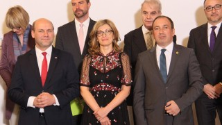 Захариева обсъжда Западните Балкани на двудневна среща във Варшава