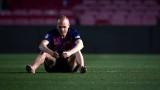 """Трогателно: Андрес Иниеста сам със сълзите си на """"Камп Ноу"""" след 01:00 часа сутринта... (СНИМКИ)"""