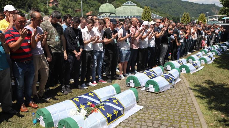 В Черна гора уволниха министър за отричане на геноцида в Сребреница