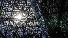 Централата на ЕС строена от български работници без документи и заплащане