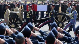 Египет погребва Хосни Мубарак с пълни военни почести