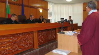 Съдят мъж и жена, обезобразили бившата приятелка на мъжа