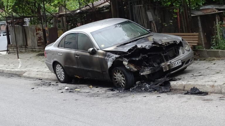Кола изгоря в центъра на Бургас