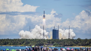 Китай изстреля космически апарат към Марс