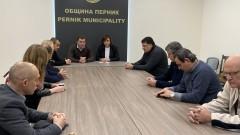 Нинова се среща с Иван Гешев заради кризата в Перник