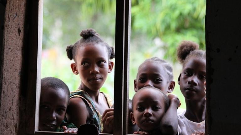 Ограниченият достъп на девойките до образование нанася сериозни щети на