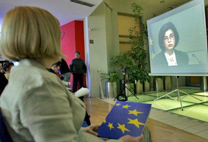 """Кунева променя """"правилата на играта"""" за защита на потребителите в ЕС"""