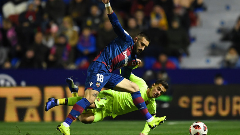 Барселона 17 януари 22:30 Леванте Състав 13. Яспер Силесен 25.