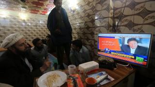 Пакистан освобождава индийския пилот в жест за мир