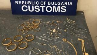 Задържаха половин килограм контрабандно злато на Калотина