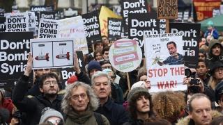 Хиляди се обявиха срещу британски въздушни удари в Сирия