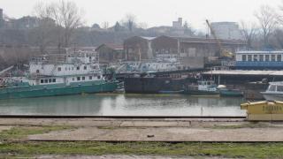 Корабостроителницата в Русе се разграбва, тревожат се синдикалисти
