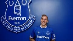Защитник на Евертън подписа нов договор