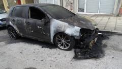Запалиха колата на тираджия