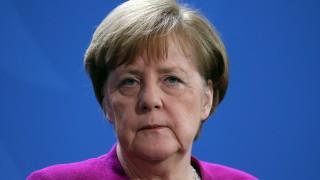 Меркел подкрепи идеите за самолетоносач на ЕС и европейско място в ООН