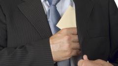 Франция ще плаша за информация, разкриваща финансови измами