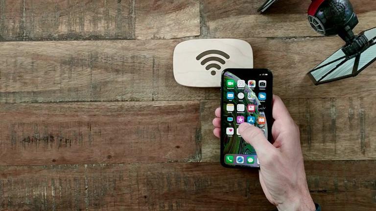 Дървеният рутер, който ни свързва с всеки Wi-Fi, без да знаем паролата