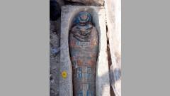 Археолози откриха древни мумии южно от Кайро