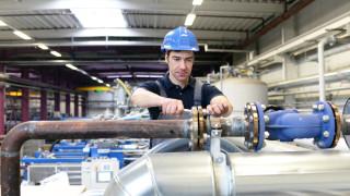 Промишленото производство в Германия спада 2 пъти повече от очакваното