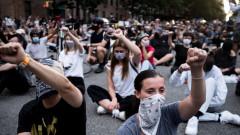 Протестите в САЩ остават масови, но по-мирни, задържани са 10 000 души