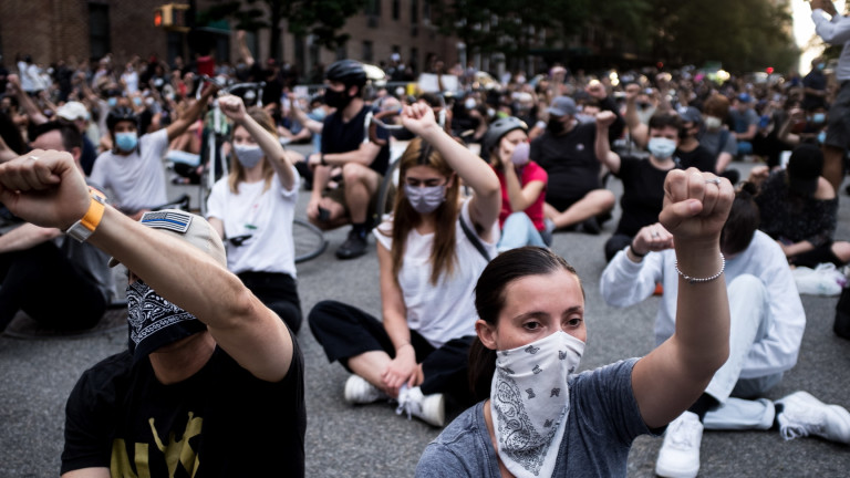 Протестите в градове в САЩ за осъждане на расизма и