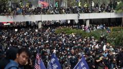 Полицията в Хонконг изстреля сълзотворен газ, за да разпръсне протестиращите