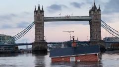 Какво прави тази къща насред река Темза