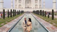 Индийските приключения на Безос и Санчес