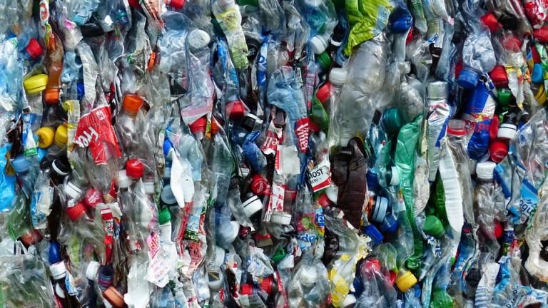 Пластмасовите бутилки са един от най-сериозните замърсители на природата. В