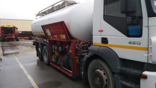 """Румънска цистерна блокира движението по бул. """"България"""" в Русе"""