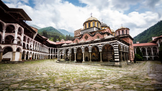 С 240 000 лв. подпомагат издръжката на Рилския манастир