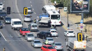 Камион се вряза в градски автобус в София