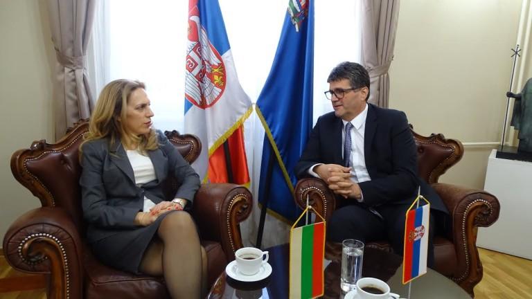 Вицепремиерът по икономическата и демографската политика Марияна Николова и сръбският
