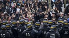 Сблъсъци между демонстранти и полиция в Париж, 12 души са ранени