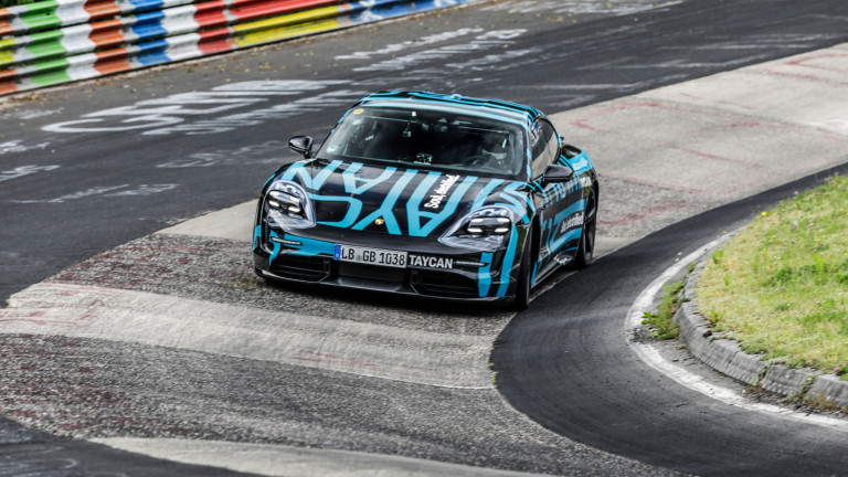 В края на август невероятният Porsche Taycan Turbo счупи рекорда