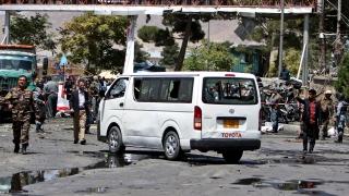 Самоубийствена атака близо до летището в Кабул, най-малко един убит и 13 ранени