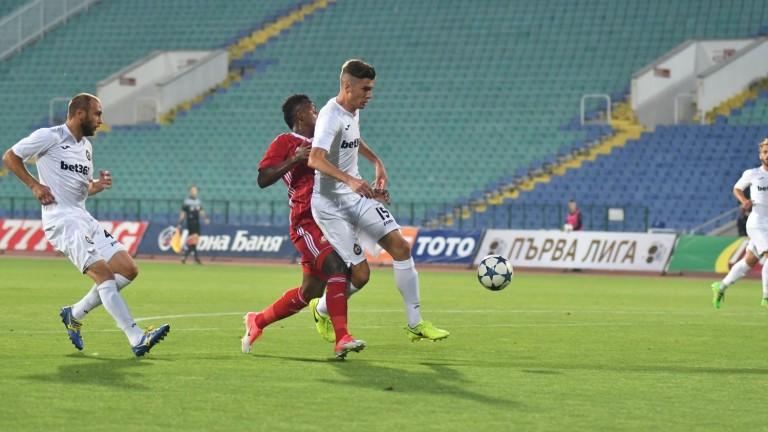 Петко Христов официално е футболист на Фиорентина! (СНИМКА)