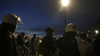 Протест срещу карантината в Солун, полицията пусна сълзтоворен газ и светлинни-звукови гранати