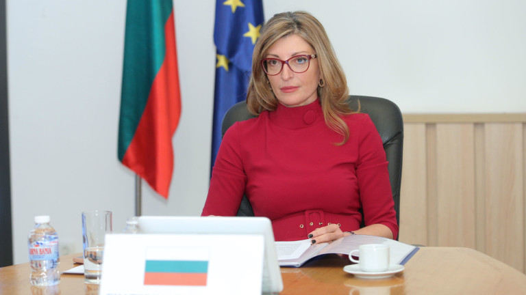 Захариева призова българите във Виена да следват указанията на полицията