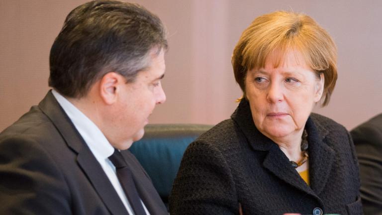 Подкрепата за консервативния блок на Меркел падна до ниво от 2002 г.