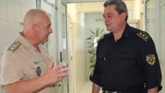 Пожарникари даряват кръв във ВМА