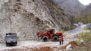 Кално свлачище затвори пътя Плевен-Никопол