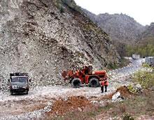 Свлачище блокира пътя за Асенова крепост