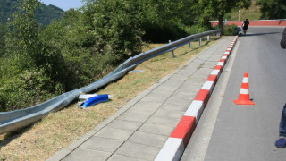 Шофьори предупреждават за лошо сцепление на асфалта при завои